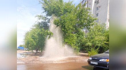 В Воронеже из-под земли забил трёхметровый фонтан