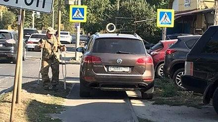 В Воронеже водителя внедорожника наказали за парковку на тротуаре у пешеходного перехода