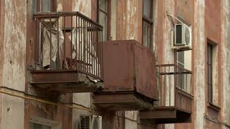 Опасность над головой и под ногами. Кто в Воронеже должен отвечать за ветхие балконы