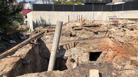 В тихом центре Воронежа раскопали старинные подвалы