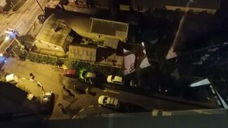 В крупном воронежском ЖК ночью вспыхнул внедорожник