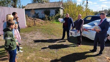 Воронежский депутат подарил многодетной семье детскую мебель