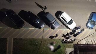 Воронежцы сообщили о выпавшей из окна многоэтажки девочке