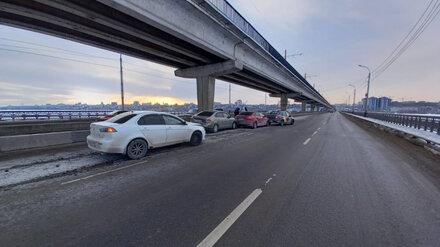 В Воронеже на Северном мосту столкнулись 4 автомобиля