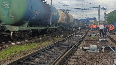 Поезд с углём сошёл с рельсов на станции в Воронежской области