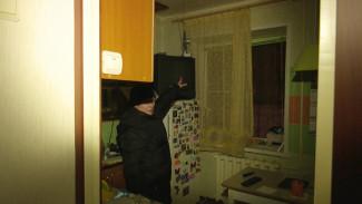 В Воронеже коммунальщики вместе с сосульками сбили провода