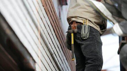 В Воронеже строитель получил тяжёлые травмы при падении с высоты