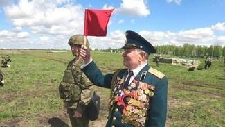 Артиллеристы устроили персональный салют для воронежского ветерана