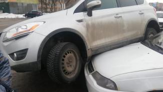 В Воронеже иномарка при ДТП «запрыгнула» на другую машину