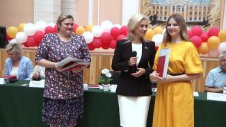 Лучшим выпускникам Воронежского аграрного университета вручили красные дипломы