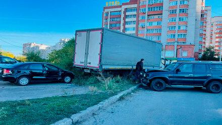 Стали известны подробности массового ДТП с фурой и тремя легковушками в Воронеже