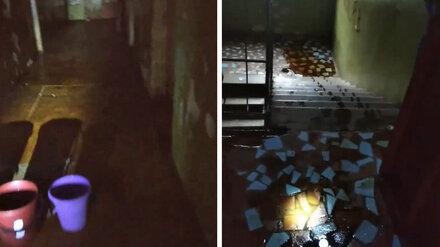 В Воронеже из-за дождя затопило общежитие: появилось видео