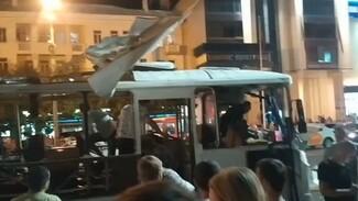 Воронежцы сообщили о взорвавшейся в центре города маршрутке: появилось видео