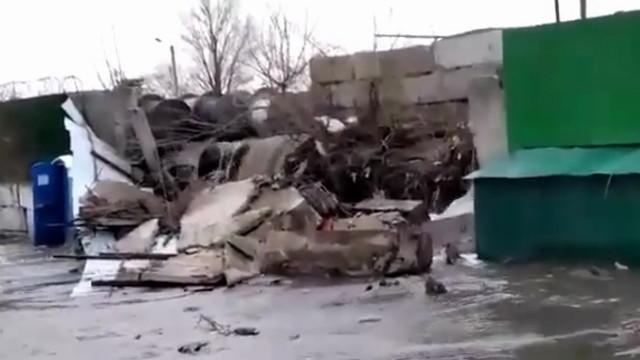 Воронежцам на видео показали, куда утекла вода из кранов домов в Советском районе