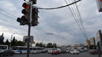 Две женщины попали в больницу после ДТП на перекрёстке в Воронеже