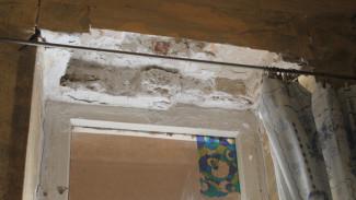 В квартире дома под Воронежем стена обрушилась на кровать