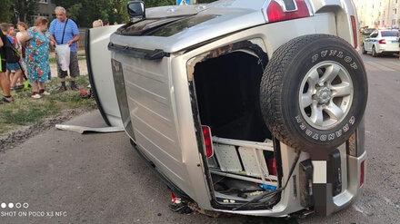 В Воронеже в ДТП на перекрёстке пострадали двое взрослых и две девочки