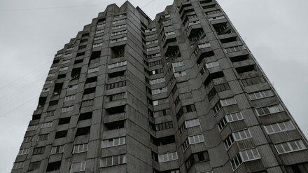 Найденная под окнами воронежской многоэтажки девушка выпала с балкона 16 этажа
