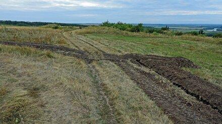 Под Воронежем вдоль уникальных славянских курганов выкопали траншею