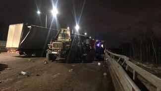 В Воронеже при столкновении двух грузовиков один человек погиб и один пострадал
