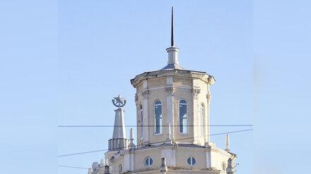 В центре Воронежа «сталинке» вернули исторический шпиль