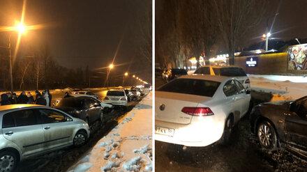 Воронежец на иномарке протаранил 4 припаркованные на набережной иномарки