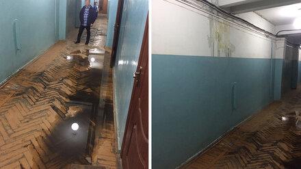 Работники авиазавода в Воронеже показали потоп в цехе во время ливня