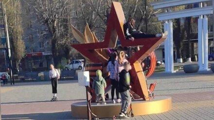 Воронежцы возмутились играми детей на установленном ко Дню Победы арт-объекте