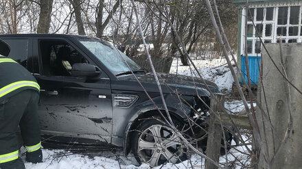 Воронежец на Range Rover при обгоне «Лады» устроил ДТП с пострадавшим