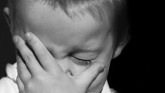 В Воронежской области многодетная мать била 3-летнего сына, мешавшего пьянствовать