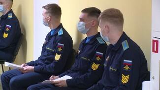 В Воронеже курсанты и педагоги военной академии привились от ковида