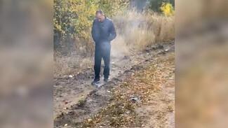 Полиция проверит видео с подозрительным поджигателем сухой травы в селе под Воронежем