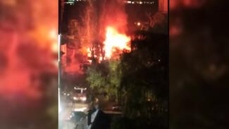 В центре Воронежа произошёл крупный пожар: появилось видео