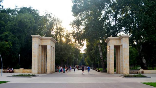 В Воронеже закрыли ведущую в Центральный парк лестницу