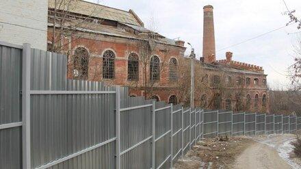 Смертельно опасные руины завода под Воронежем огородили от любителей селфи