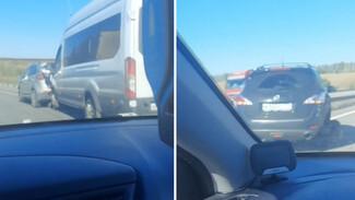 Микроавтобус с 14 пассажирами попал в массовое ДТП под Воронежем