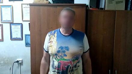 В промзоне Воронежа вооружённый мужчина напал на водителя ради пакета с 5 млн рублей