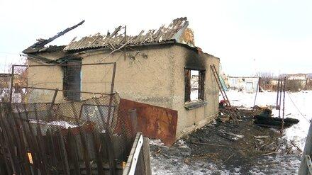 В воронежском райцентре рухнула крыша горящего дома: есть погибший