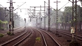 В Воронежской области поезд на переезде протаранил КамАЗ
