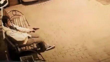 В Воронеже камера записала, как мужчина открыл стрельбу у многоэтажки
