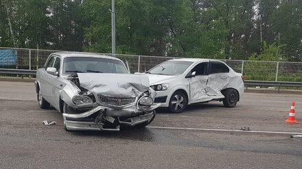 Двух раненых мужчин увезли в больницу с места ДТП на встречке в Воронеже