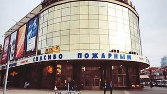 Воронежский кинотеатр поблагодарил борющихся с огненным штормом пожарных