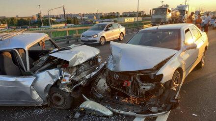 Устроивший массовое ДТП под Воронежем пожилой водитель умер в больнице