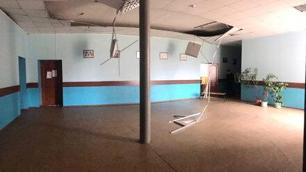 В воронежской школе в двух местах частично обрушился потолок