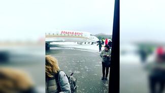 Пассажиры: в Воронеже самолёт при взлёте выкатился «в чистое поле»