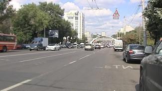 На Московском проспекте закрасили зебру, воронежцы теперь нарушают