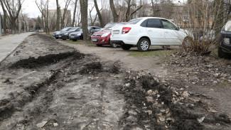 Воронежцев начнут штрафовать за парковку на газонах