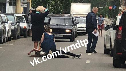 В центре Воронежа перебегавшая дорогу школьница попала под колёса иномарки