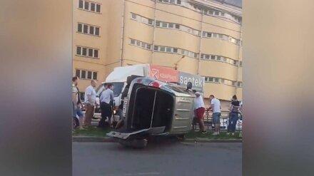 Воронежцы: в «проклятом» месте на Шишкова перевернулась машина с 2 детьми