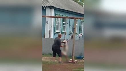 В Воронежской области женщина на глазах у детей зарезала привязанного к столбу козлёнка